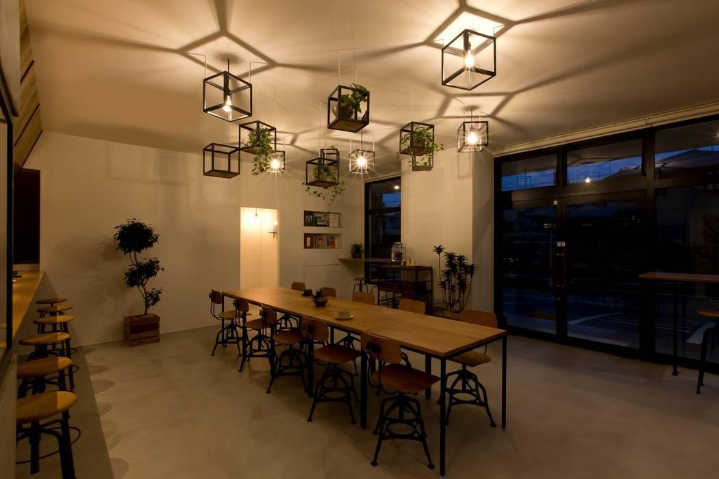 Sala da pranzo in stile industriale di ALTS DESIGN OFFICE Industrial Ferro / Acciaio