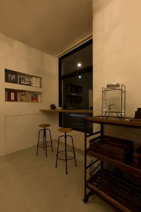 cafe CICERO ラスティックデザインの 子供部屋 の ALTS DESIGN OFFICE ラスティック アルミニウム/亜鉛