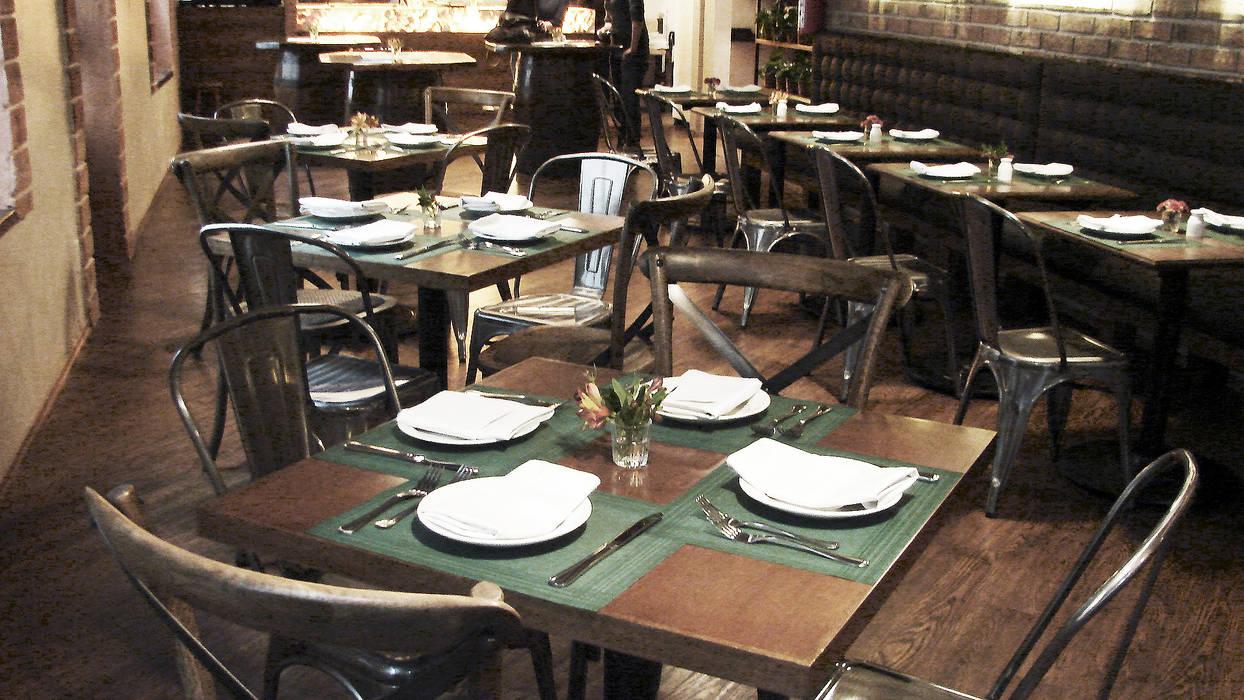 MOBILIARIO COMENSALES: Restaurantes de estilo  por Labinterfases
