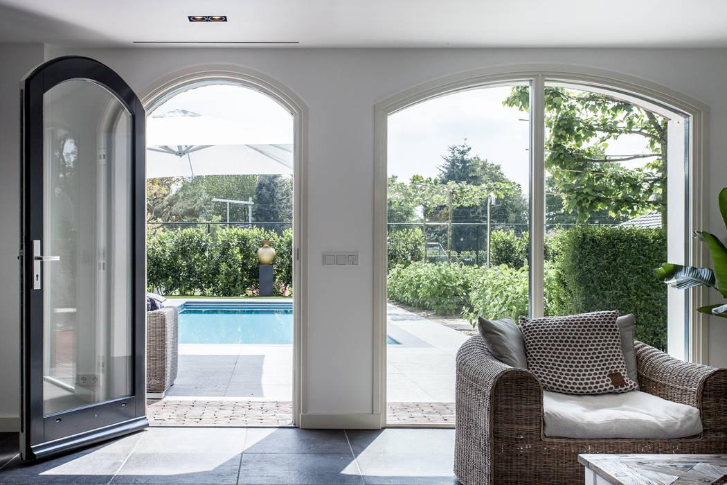 Ontwerp wellnessruimte en aangrenzende tuin moderne spa door bob