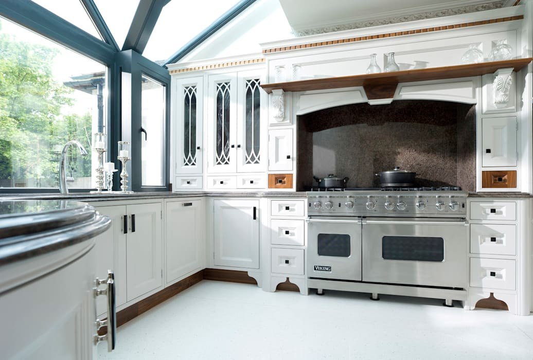Kitchen by Verdi Kitchens, Classic Solid Wood Multicolored
