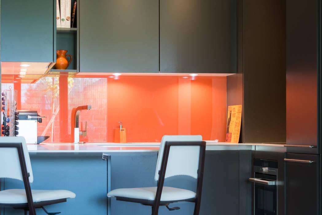 Cuisine orange laqué modèle sigma, ouverte sur salon, style ...