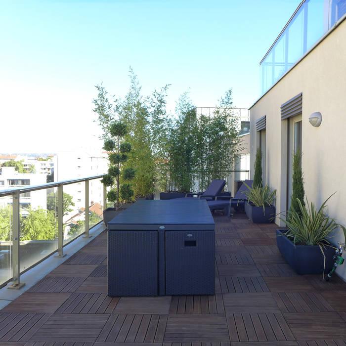 Mobilier de jardin, système gain de place: Terrasse de style  par Skéa Designer