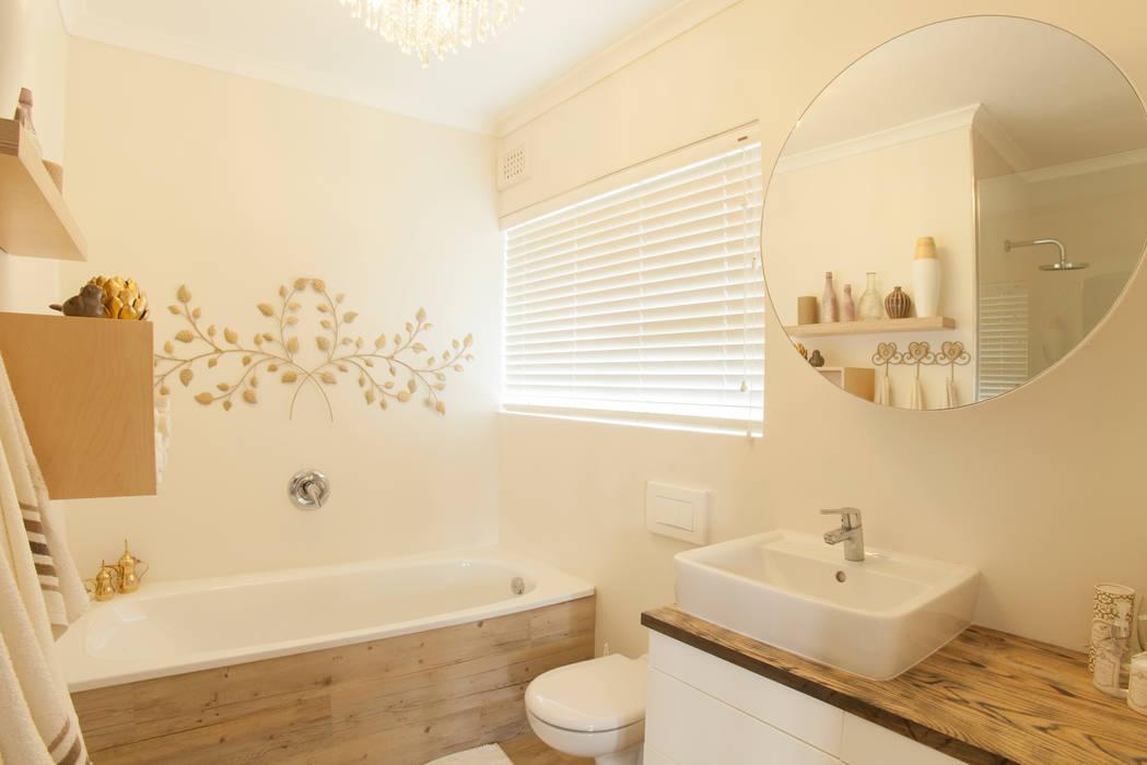 Baños de estilo  por Redesign Interiors, Ecléctico