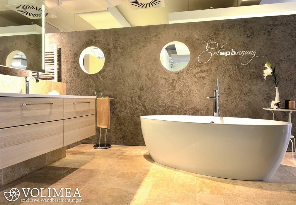 Solitar Stehende Badewanne Vor Fugenloser Wand Badezimmer Von