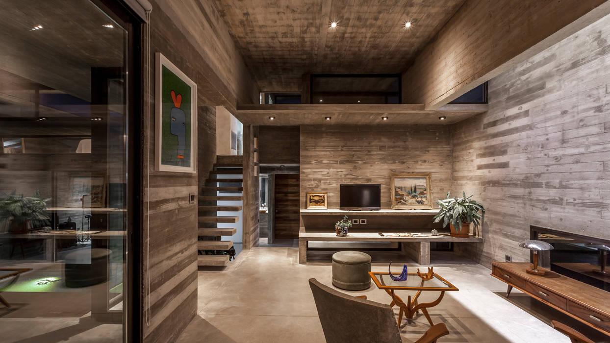 Casa Berazategui: Livings de estilo  por Besonías Almeida arquitectos