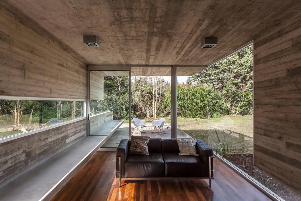 Pabellón Casa Torcuato: Jardines de invierno de estilo moderno por Besonías Almeida arquitectos