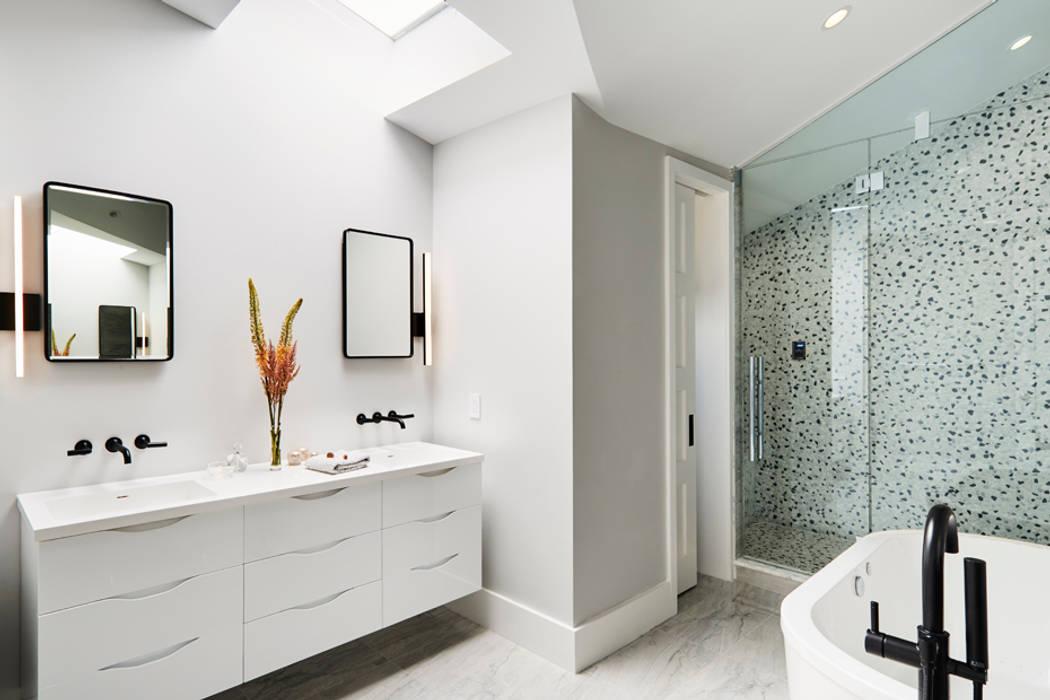 Bagno minimalista di M Monroe Design Minimalista