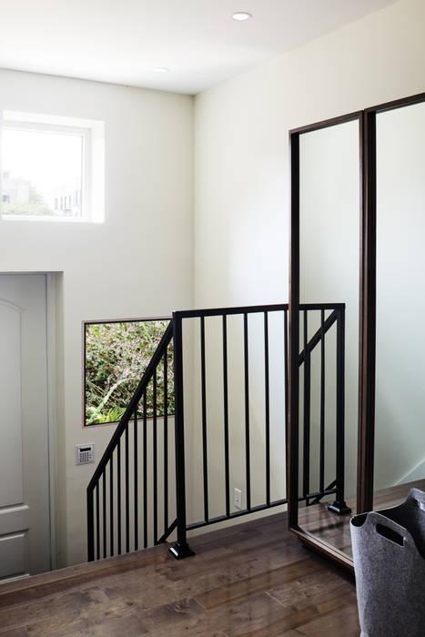 M Monroe Design Koridor & Tangga Modern