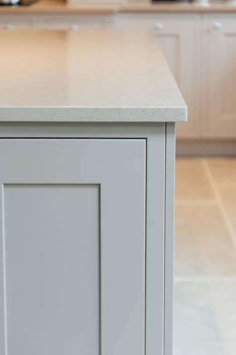 classic Kitchen by Raycross Interiors