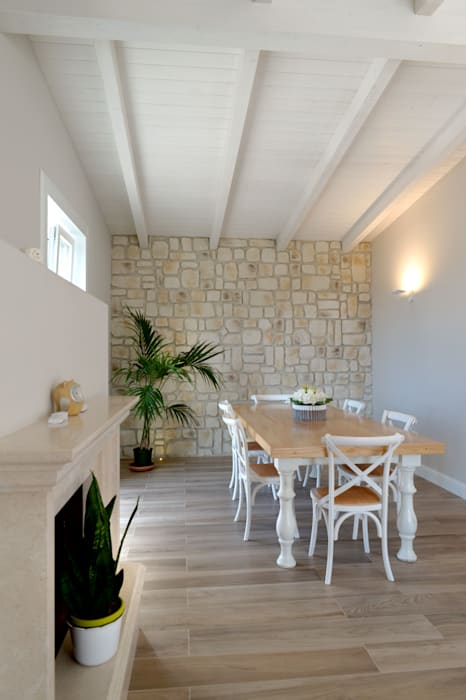 Mediterranean style dining room by yesHome Mediterranean