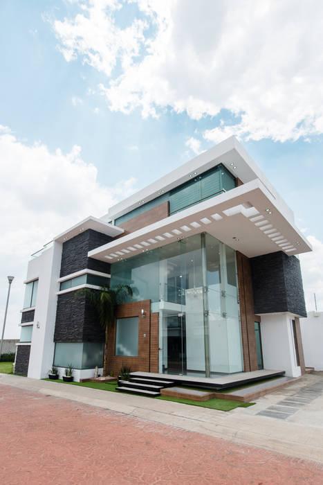 Casa Los Angeles L.H. Paredes y pisos de estilo ecléctico de BRAVO ARQUITECTOS INGENIEROS Ecléctico