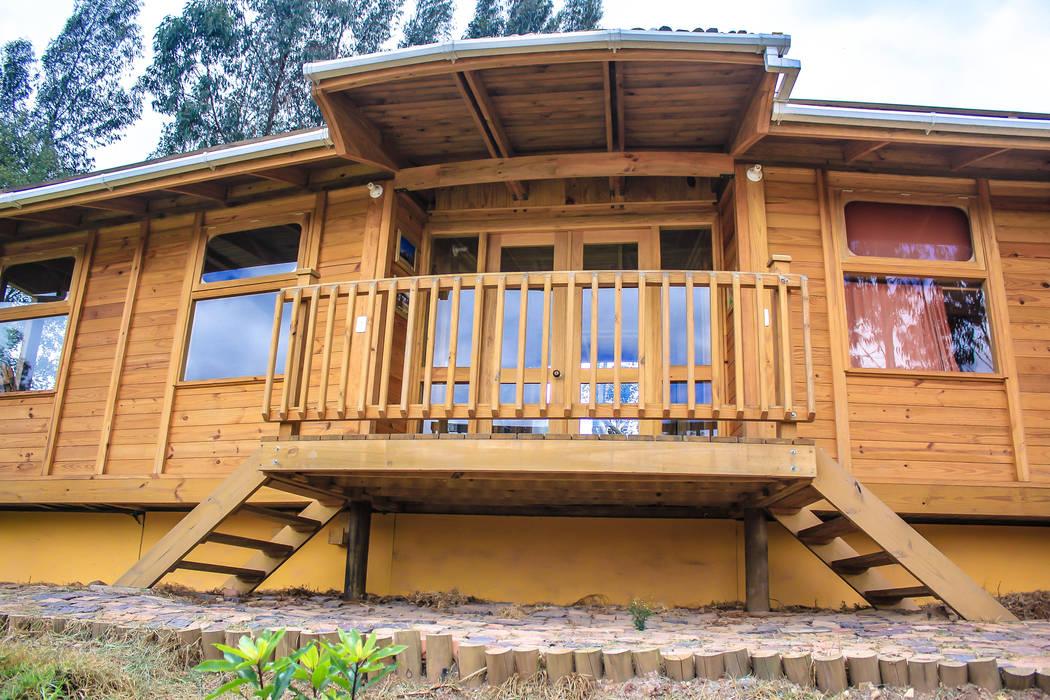 Houses by Taller de Ensamble SAS, Modern Wood Wood effect