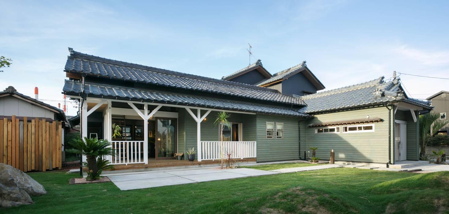 Casas de estilo clásico de dwarf Clásico Madera Acabado en madera