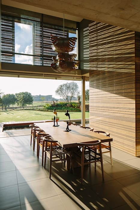 Dining Room Modern dining room by www.mezzanineinteriors.co.za Modern Wood Wood effect