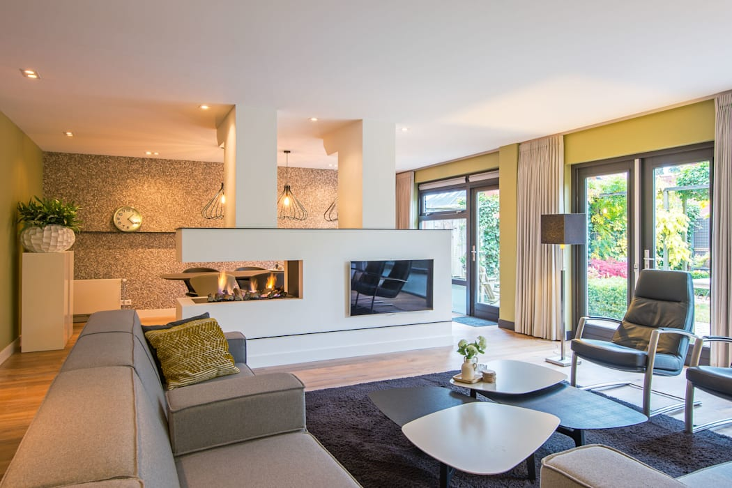 HomeAccent Interieurbureau Salas de estilo moderno Madera Verde