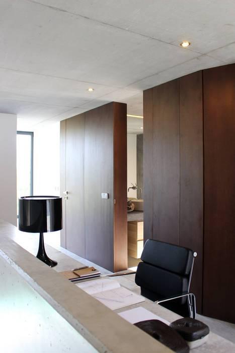 casa SS interiors: Escritórios e Espaços de trabalho  por Artspazios, arquitectos e designers