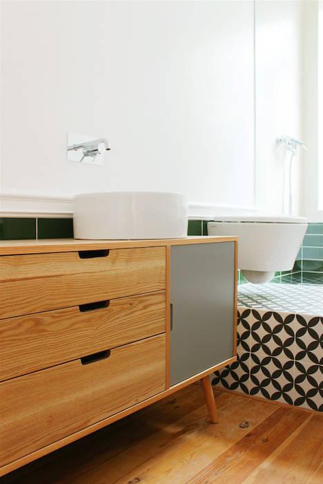 rehabilitation JC: Casas de banho  por Artspazios, arquitectos e designers