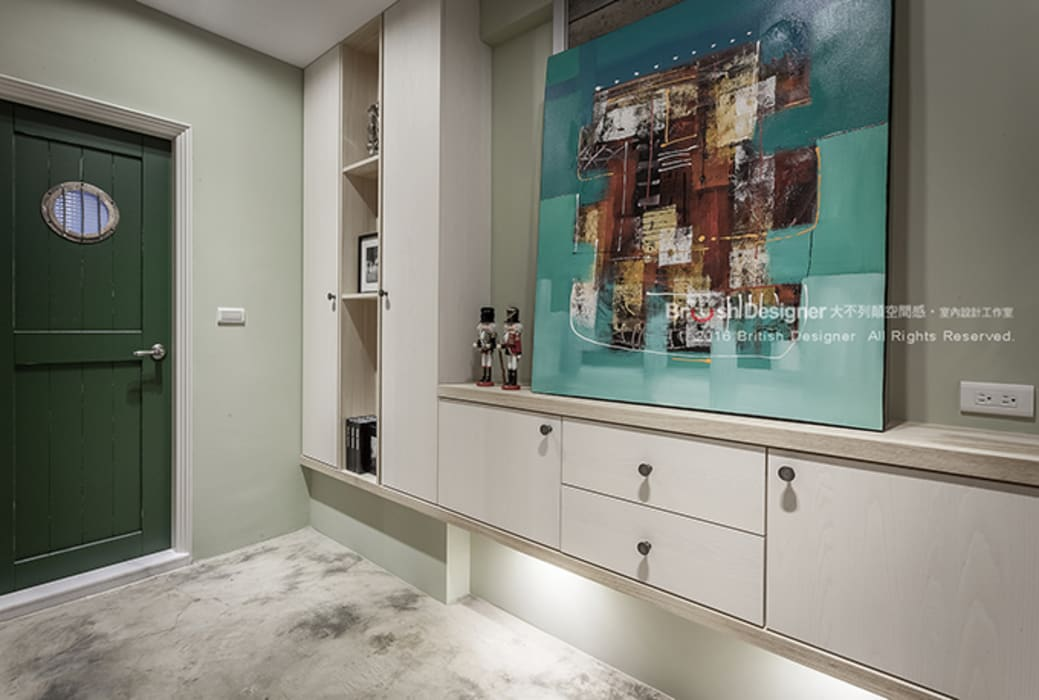 輕工業風-梯間:  走廊 & 玄關 by 大不列顛空間感室內裝修設計