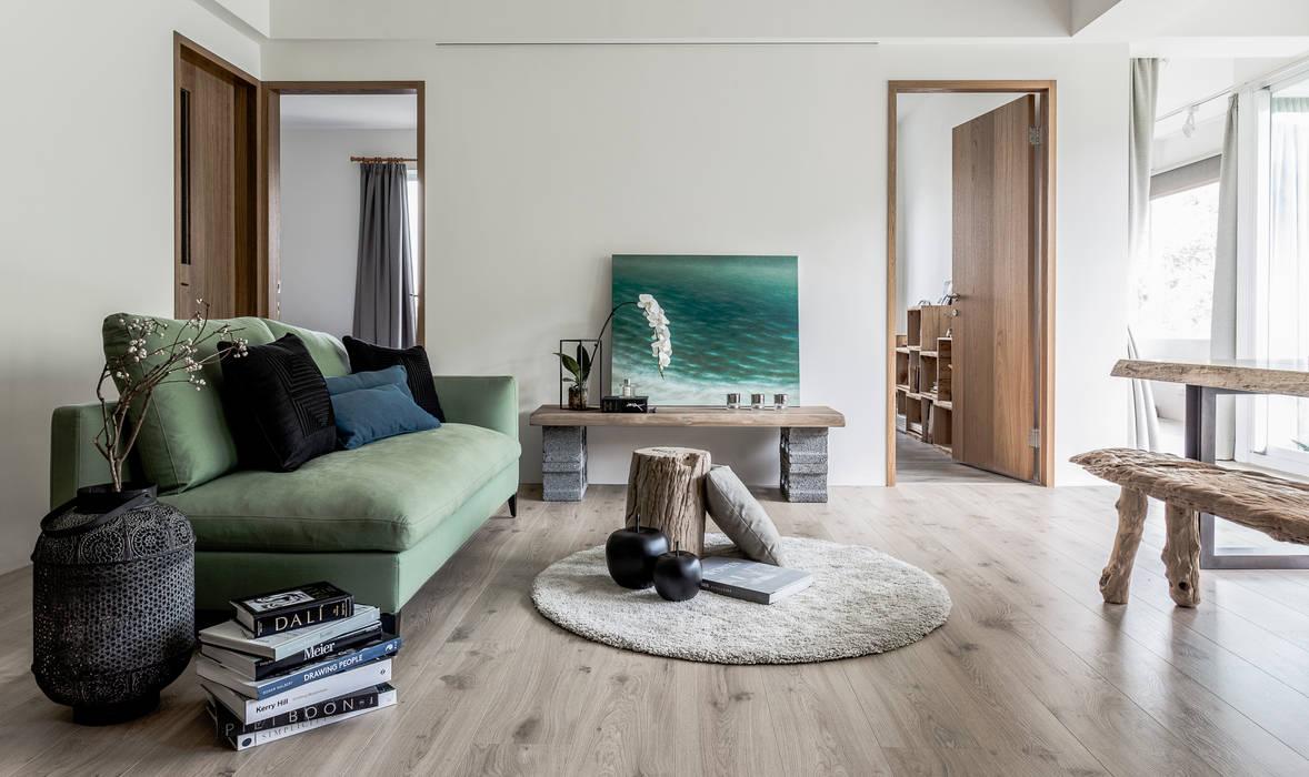 Living room by 潤澤明亮設計事務所,
