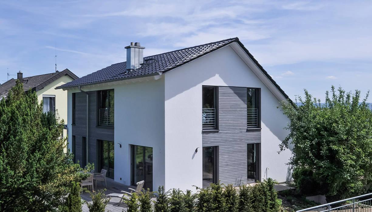 Casas de estilo moderno de KitzlingerHaus GmbH & Co. KG Moderno Derivados de madera Transparente