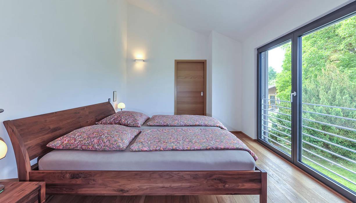 Chambre moderne par KitzlingerHaus GmbH & Co. KG Moderne