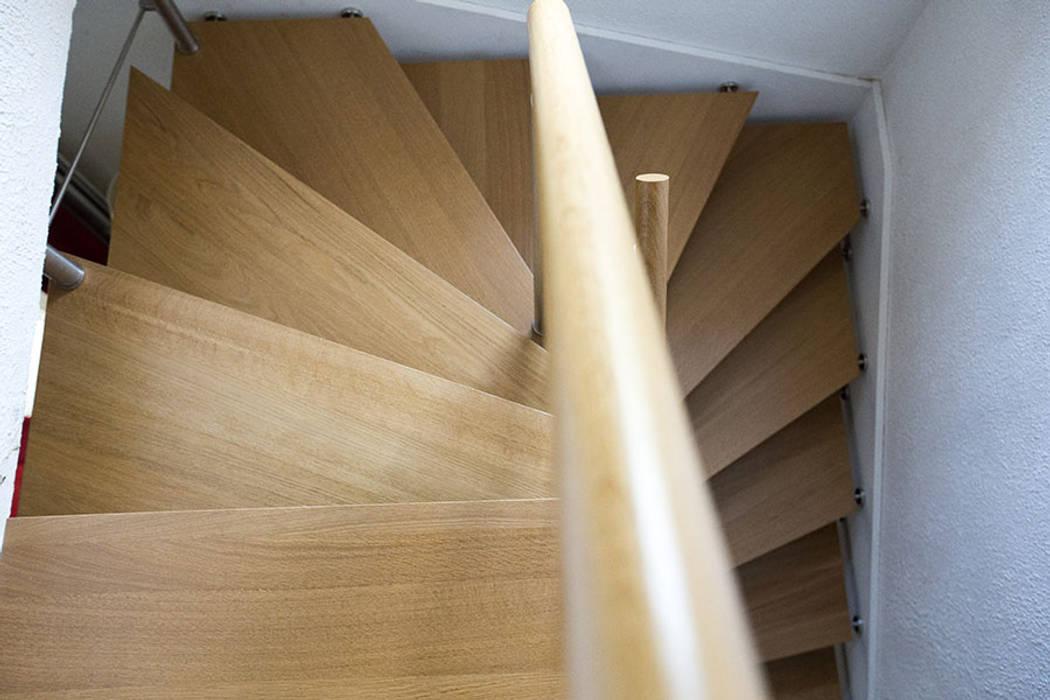 Escalier en chêne: Couloir et hall d'entrée de style  par Passion Escaliers