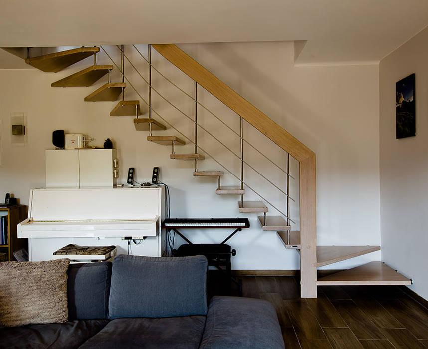 Escalier en chêne blanchi: Couloir et hall d'entrée de style  par Passion Escaliers