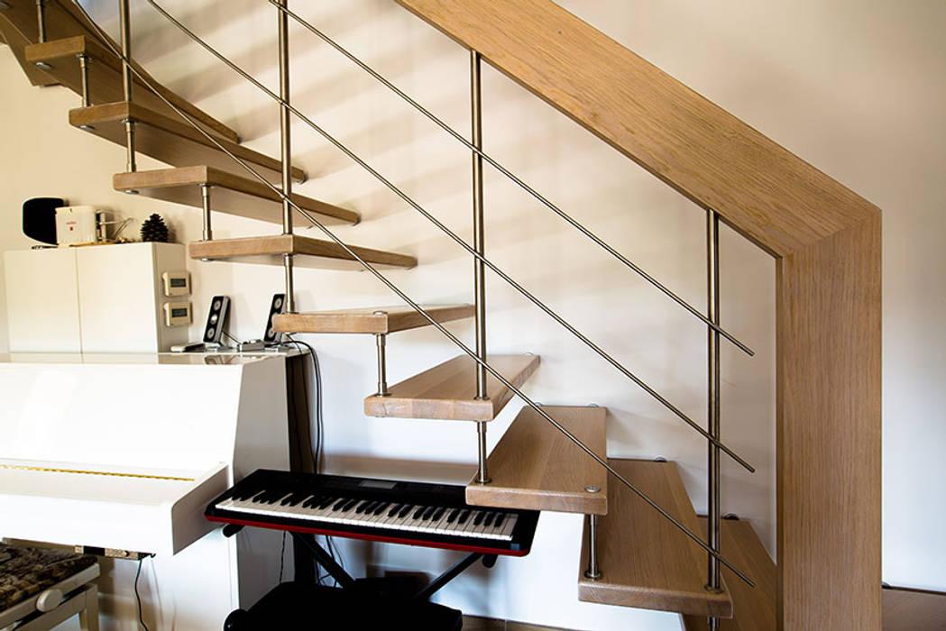 Balustre inox : Couloir et hall d'entrée de style  par Passion Escaliers