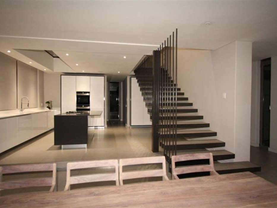 Staircase E2 Architects Minimalist kitchen Iron/Steel Grey