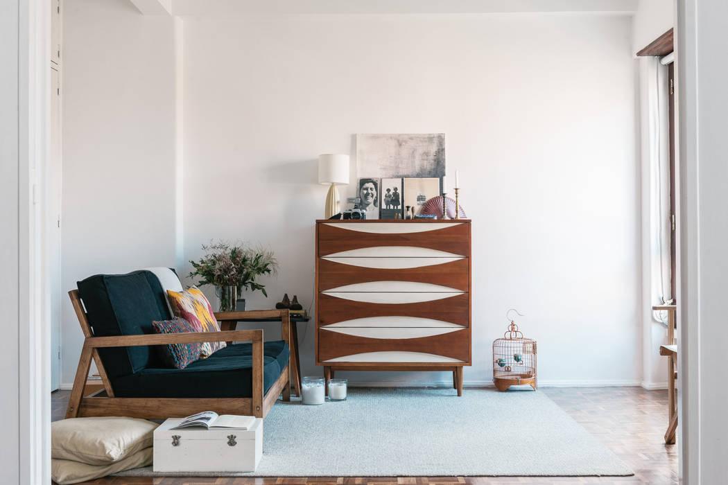 Living room Oleh Arkstudio Eklektik