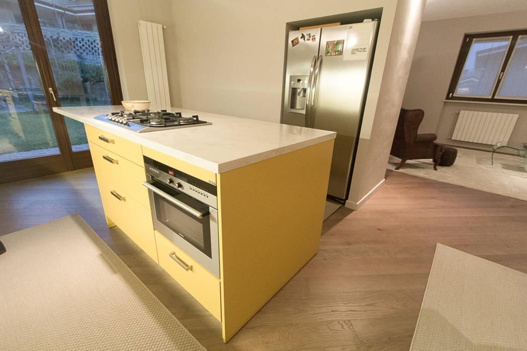 enrico massaro architetto Nhà bếp phong cách hiện đại