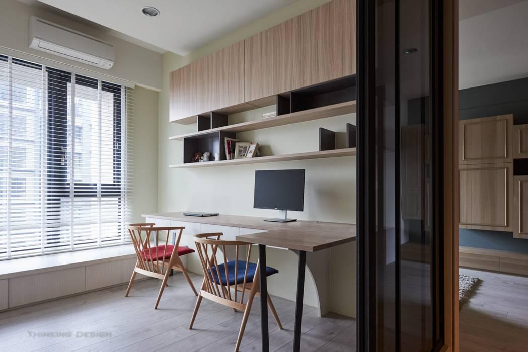 Bureau moderne par 思維空間設計 Moderne