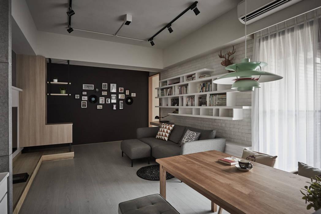 竹北  俬見方:  客廳 by 思維空間設計  , 隨意取材風
