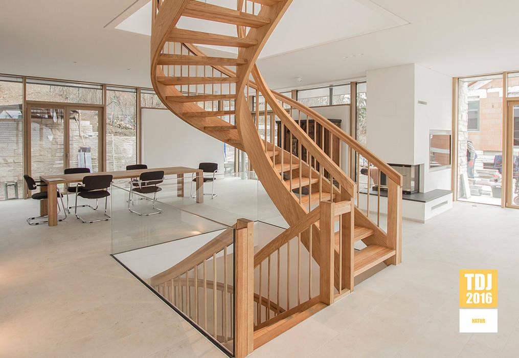 Holzmanufaktur Ballert e.K. Couloir, entrée, escaliers classiques Bois