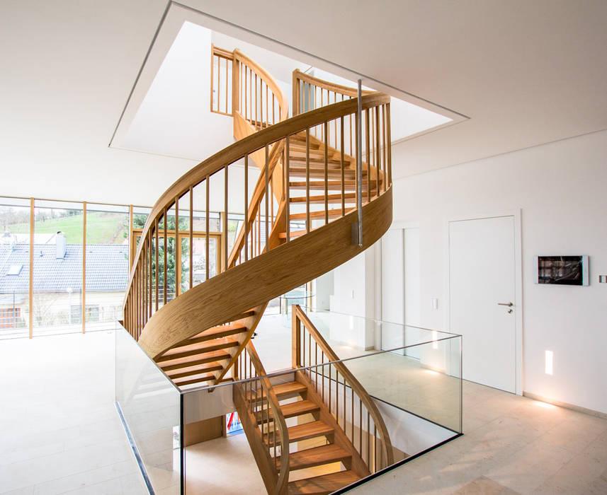 Pasillos y recibidores de estilo  por Holzmanufaktur Ballert e.K., Clásico Madera Acabado en madera