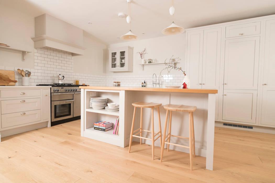 Dapur oleh Chalkhouse Interiors, Klasik Kayu Wood effect