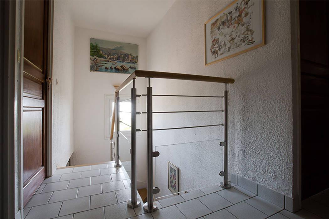 Garde-corps d'étage : Couloir et hall d'entrée de style  par Passion Escaliers