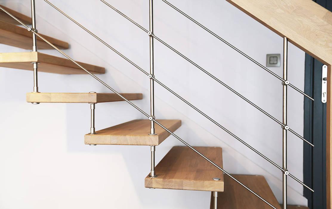 Rampe d'escalier: Couloir et hall d'entrée de style  par Passion Escaliers