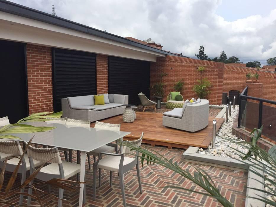 Proyecto Terraza El Hatillo Balcones y terrazas de estilo moderno de THE muebles Moderno