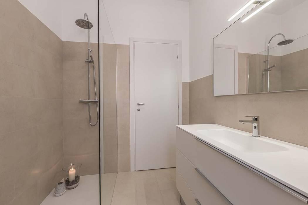 Bagno Con Doccia Walk In : Bagno con grandissimo box doccia walk in bagno in stile di facile