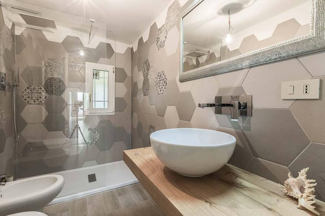 Bagno con piastrelle a motivo esagonale bagno in stile di facile