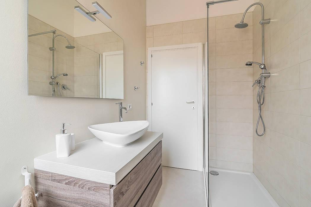 Facile Ristrutturare Minimalist style bathroom