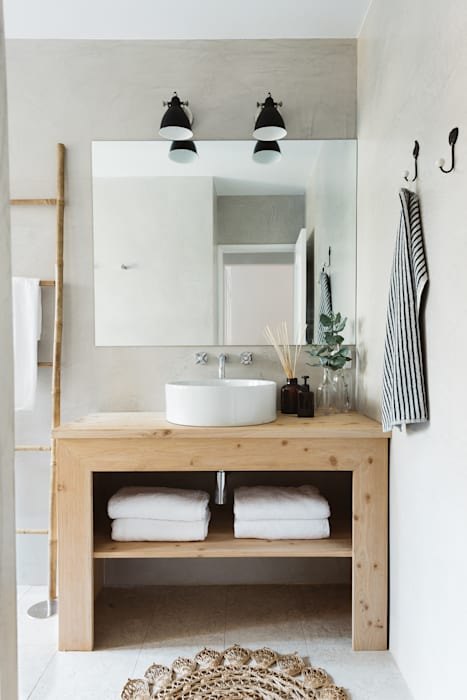 Detalhe da bancada wc Casas de banho escandinavas por Arkstudio Escandinavo