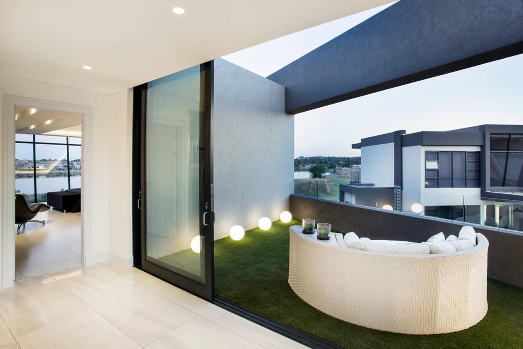 FRANCOIS MARAIS ARCHITECTS Modern balcony, veranda & terrace