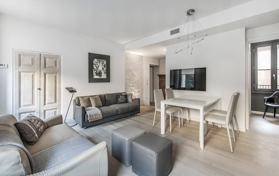 Ruang Keluarga oleh BRANDO concept, Modern