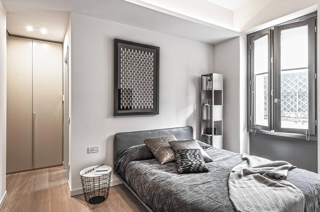 66 metri quadri: camera da letto in stile in stile moderno di brando ...
