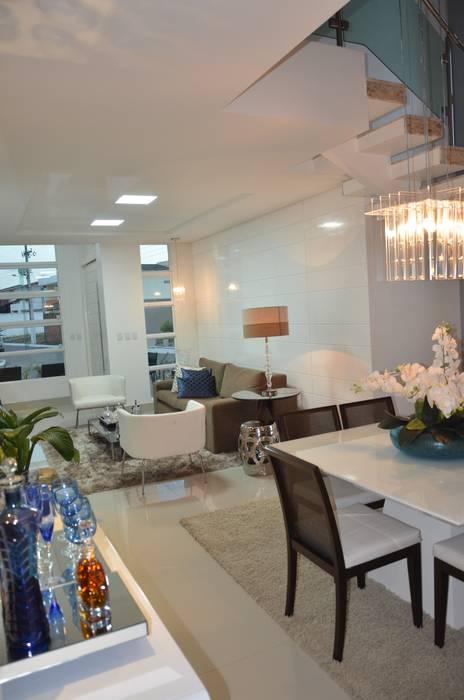 Salas / recibidores de estilo  por Cris Nunes Arquiteta,