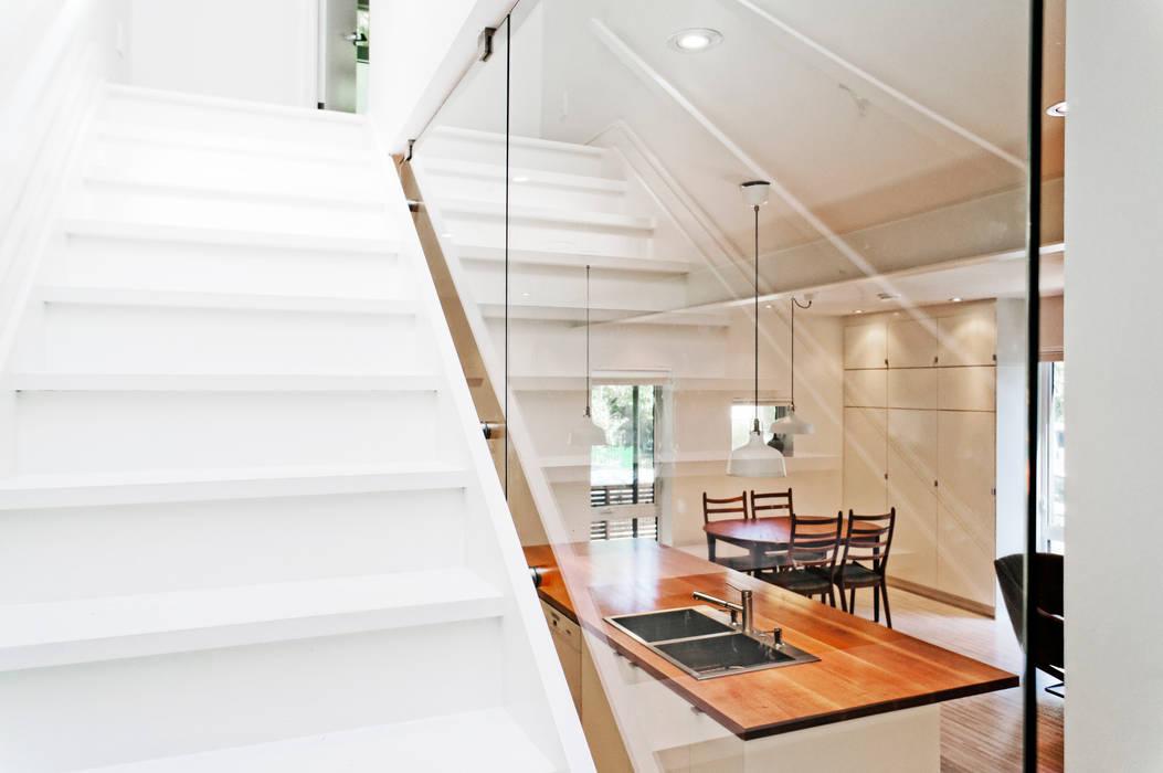 Minimalist corridor, hallway & stairs by Solares Architecture Minimalist