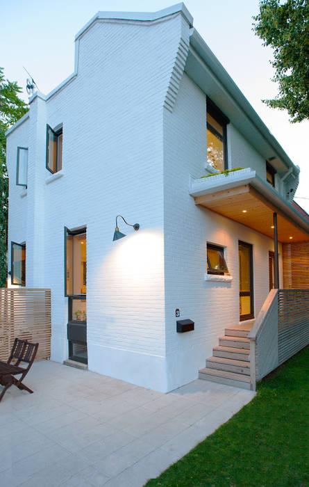 Casas minimalistas por Solares Architecture Minimalista